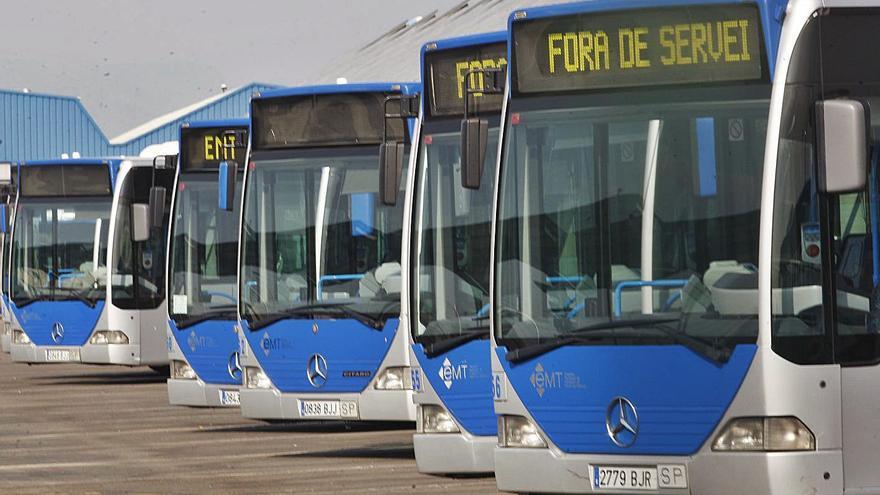Protestas de los vecinos por suprimir varias líneas de autobús de la EMT