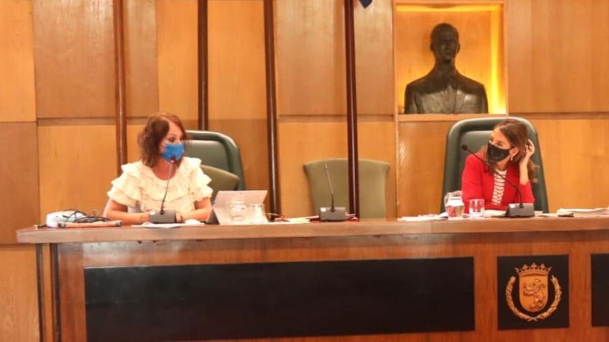 Las concejalas de Hacienda y Economía, María Navarro y Carmen Herrarte, respectivamente.