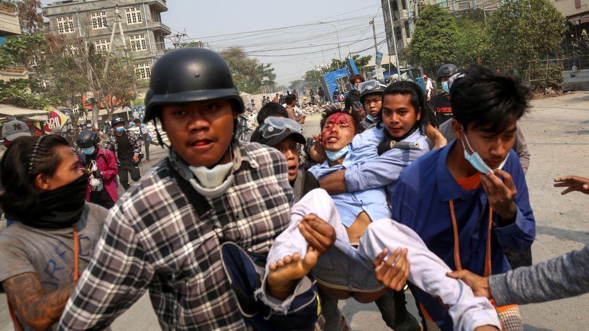 Los birmanos regresan a las calles tras el fin de semana más sangriento