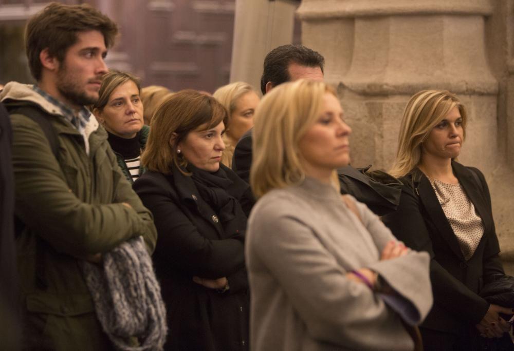 Los principales dirigentes del PP valenciano asistieron entre el público al funeral. De izquierda a derecha, Juan Carlos Caballero, Elena Bastidas, Isabel Bonig, José Ciscar (tapado por una asistente) y Eva Ortiz.