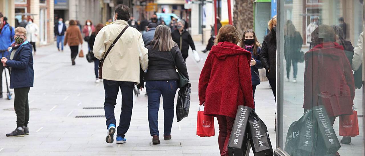 La circulación de personas se limita desde las 12 de la noche a las 6 de la mañana.   ANTONIO AMORÓS