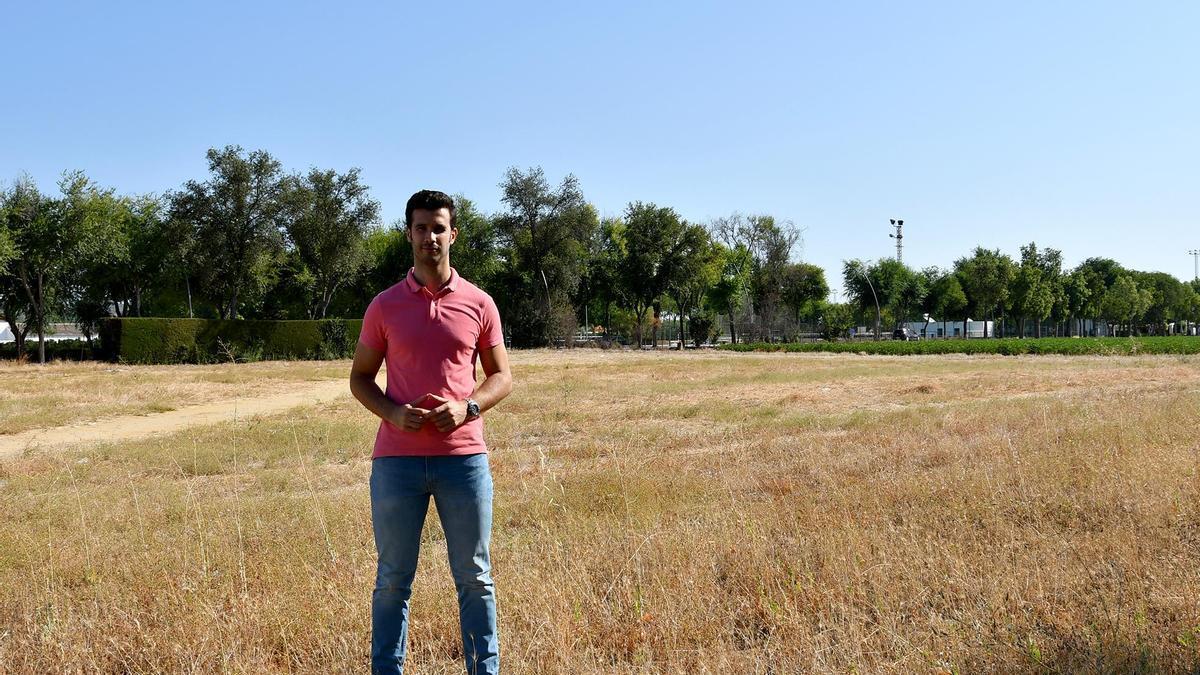 El concejal José María Parra, en el lugar donde se ejecutará el parking.