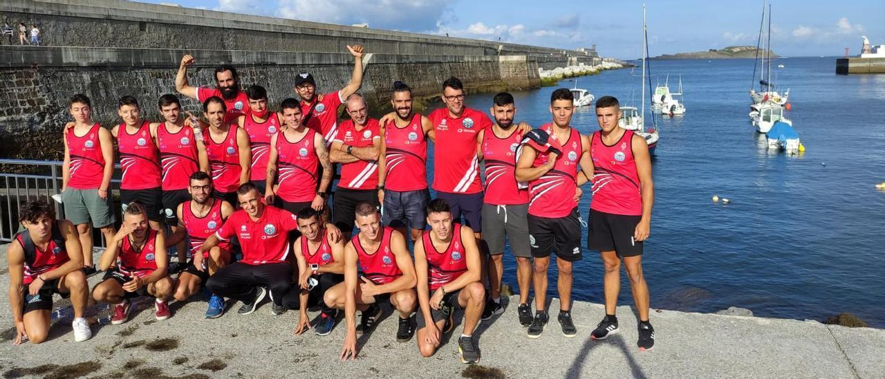 La tripulación del Club de Mar de Bueu en Bermeo.