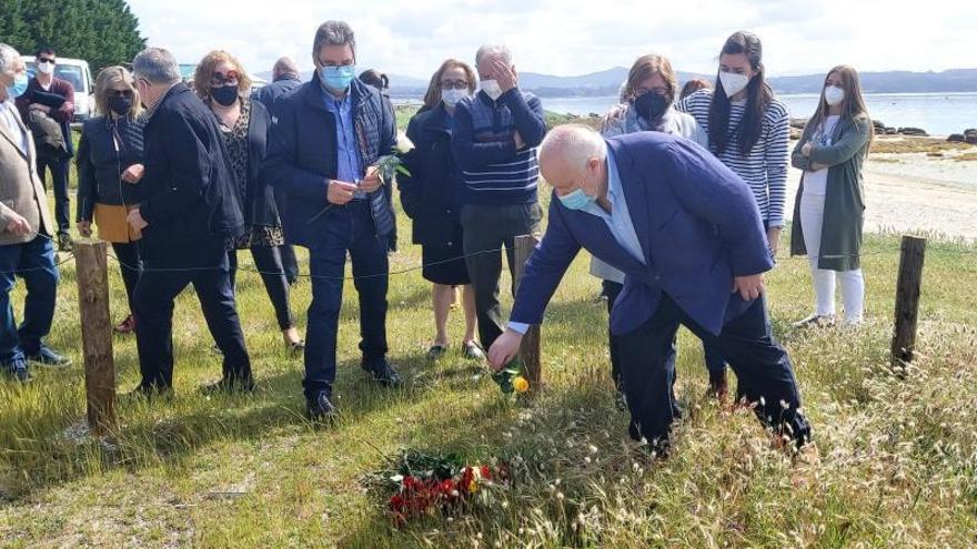Donan a Cáritas el dinero de las flores del velatorio de Francisco Fernández