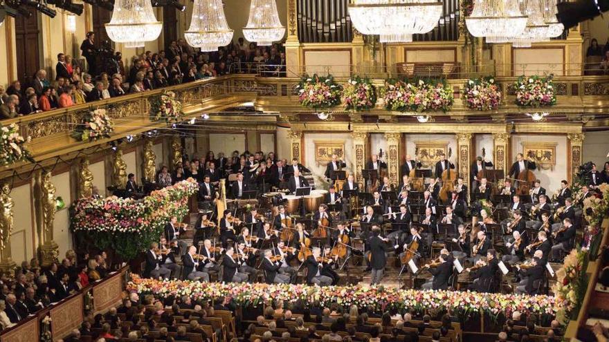 Riccardo Muti dirige en una sala vacía un gran Concierto de Año Nuevo