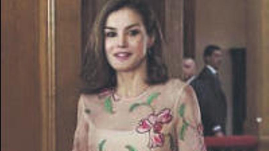 El vestido 'wrap' seduce a la Reina Letizia y otras celebridades