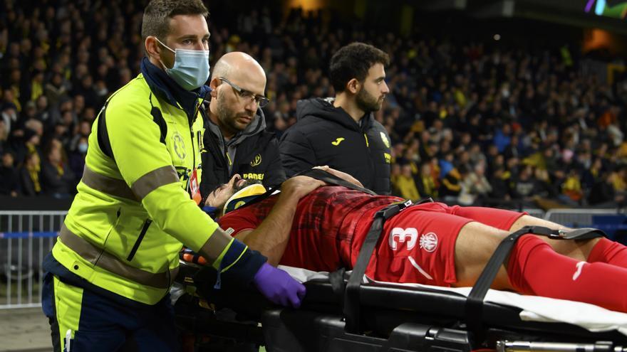Albiol hace saltar las alarmas: abandona el partido en camilla