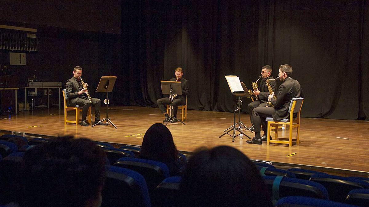 Un instante do concerto de Eunice Quartet, onte, no Salón Teatro de Lalín.  | // BERNABÉ/ANA AGRA