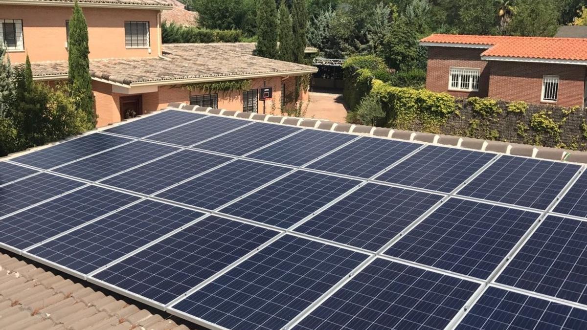 Los paneles solares permiten producir y consumir tu  propia electricidad.
