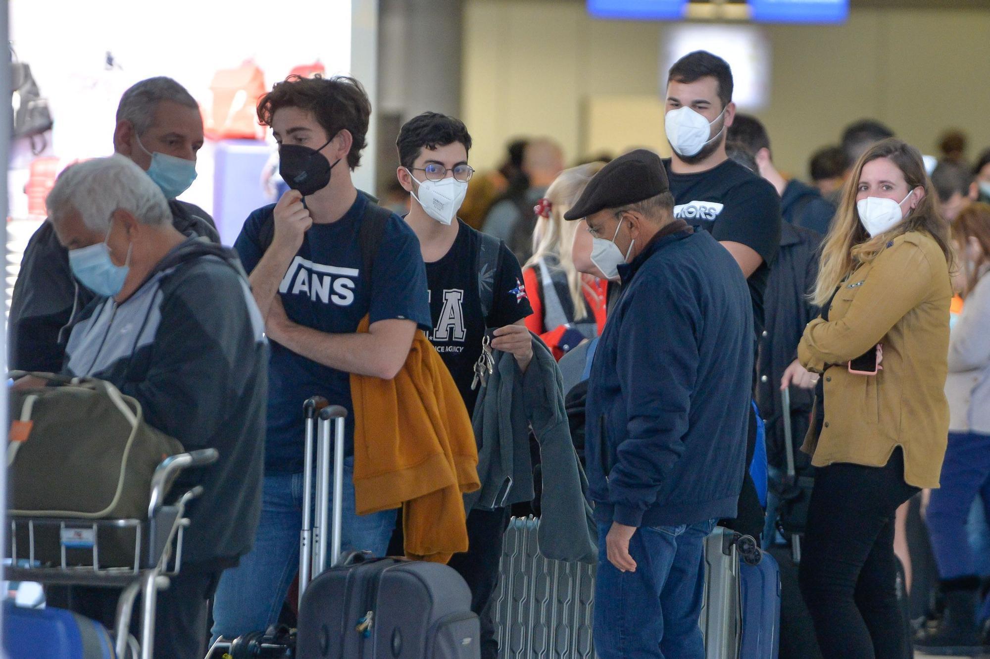 Caos en el aeropuerto de Gran Canaria por las cancelaciones de vuelos a Madrid
