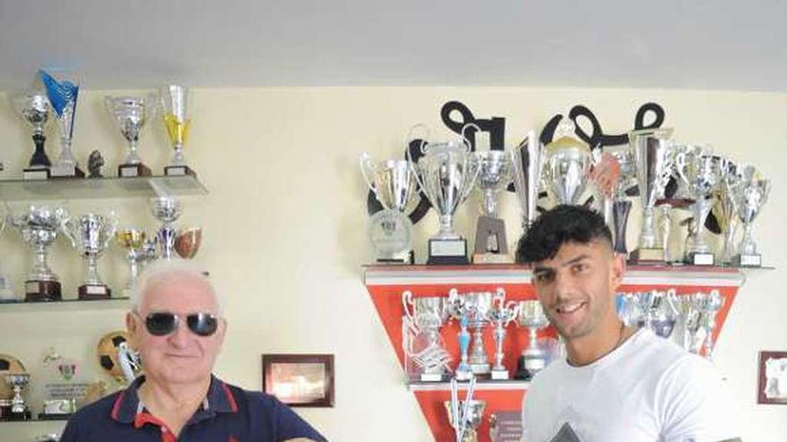 Carlos Pacheco aporta músculo a la nueva defensa del Arosa