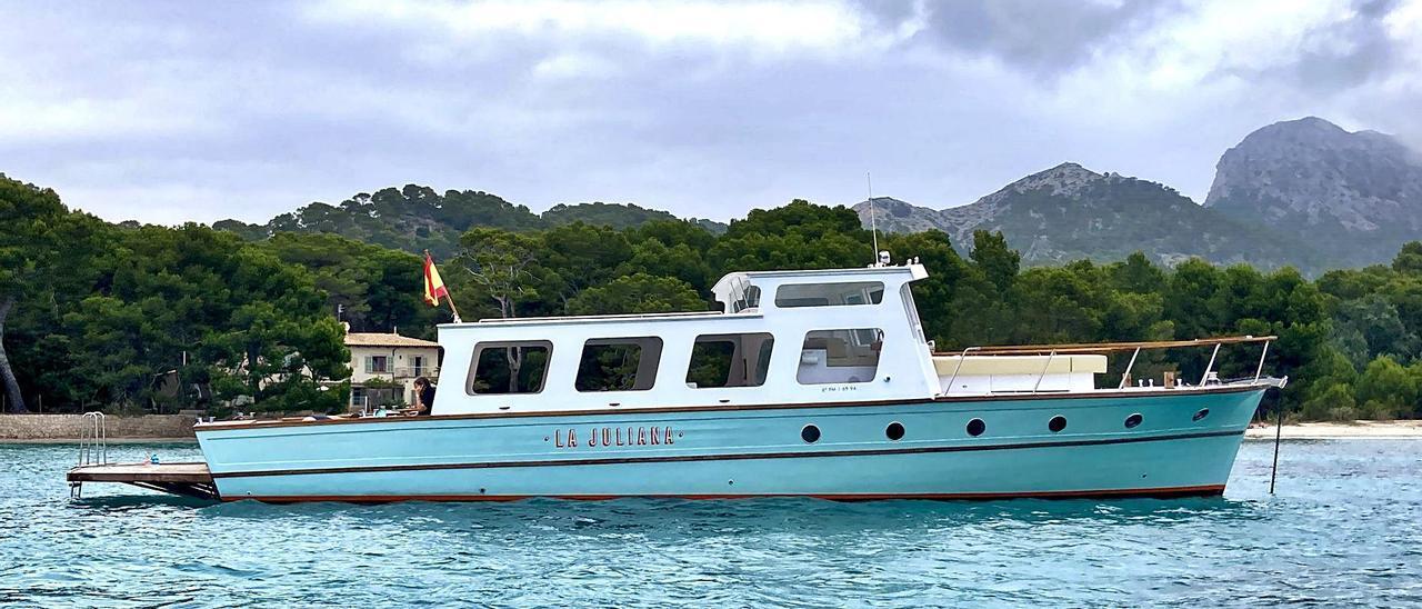 El barco recién renovado, fondeado ayer en Pollença.