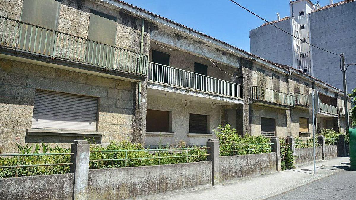 Antiguas viviendas militares en la calle Rosalía de Castro.