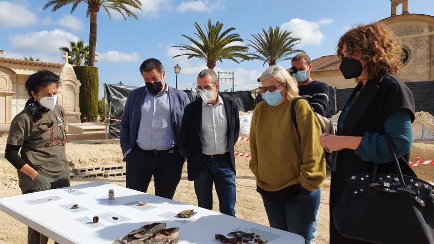 Porreres recupera 44 víctimas en las fosas del cementerio