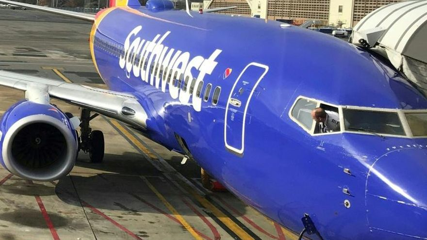 Un avión aterriza de emergencia en EE UU tras romperse una ventanilla