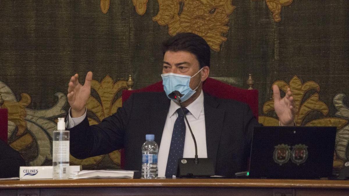 El alcalde, Luis Barcala, en el Pleno del pasado jueves