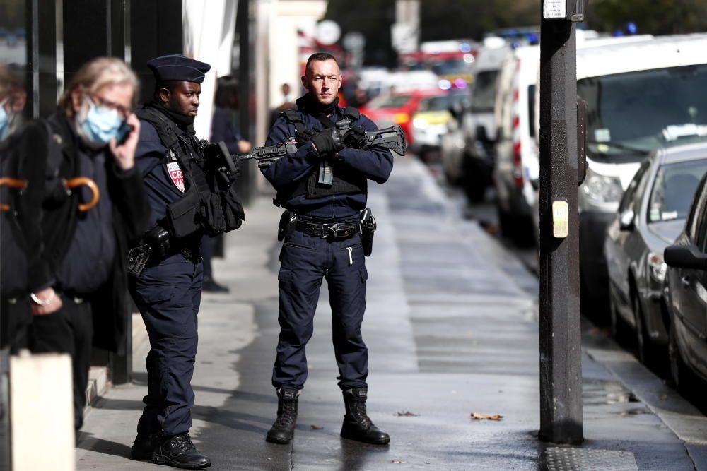 Cuatro heridos por arma blanca en París.