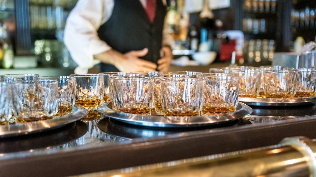 El consumo sin control de alcohol se produce halitosis y enfermedades periodotales