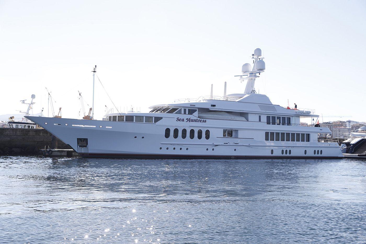 """El barco de lujo """"Sea Huntress"""", atracado ayer en el puerto deportivo de Marina Davila Ricardo Grobas.jpg"""