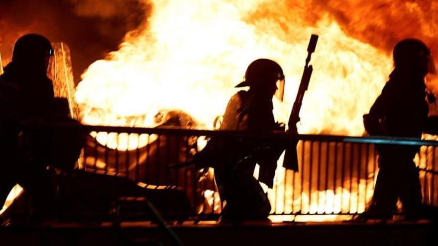 Policías antidisturbios, en los incidentes registrados en Barcelona.