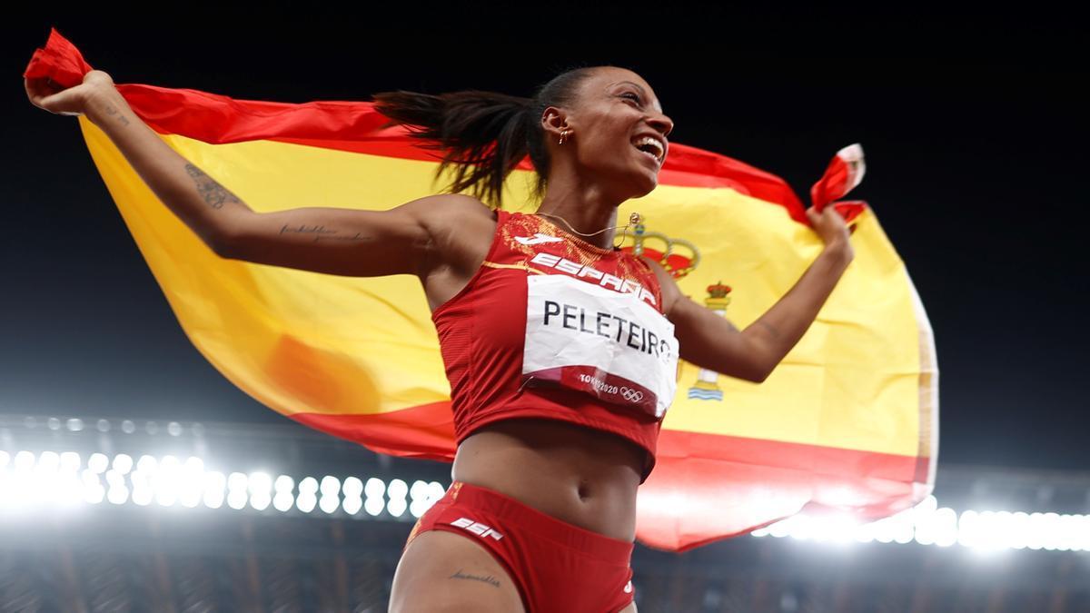 La atleta, Ana Peleteiro, celebrando su triunfo en el triple salto.