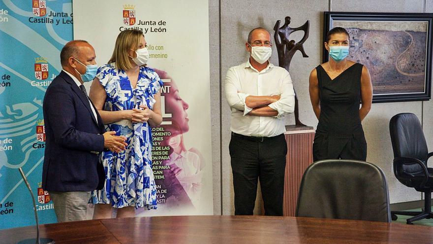 Desde la izquierda, José María Barrios, Isabel Blanco, Roberto Ranz y Clara San Damián, ayer en la Delegación de la Junta. | Nico Rodríguez