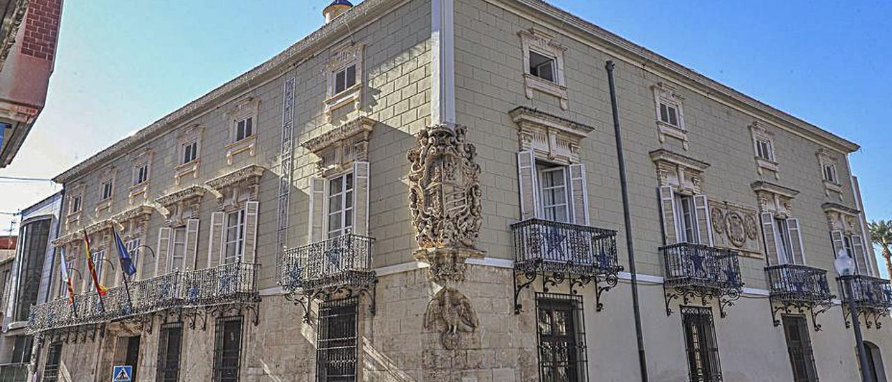 Fachada del Ayuntamiento de Orihuela.