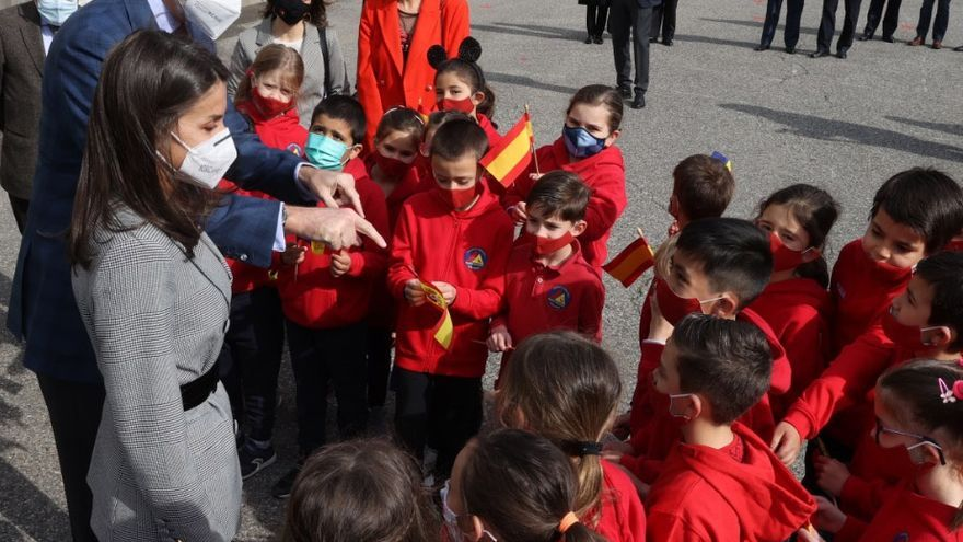 Los Reyes de España visitan en Andorra la escuela María Moliner del sistema educativo español