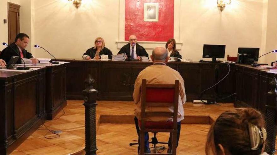 """El ex jefe de pensiones del INSS, """"liberado"""" tras reconocer la falsificación"""