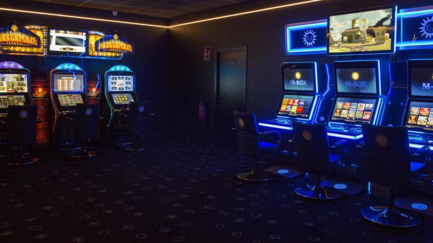 El Botànic alejará salones de juego y bares con tragaperras a 850 metros de los colegios