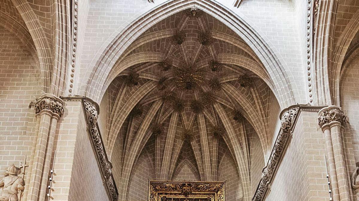 Altar Mayor de la catedral de La Seo en Zaragoza, sede habitual de las Cortes medievales. | EL PERIÓDICO