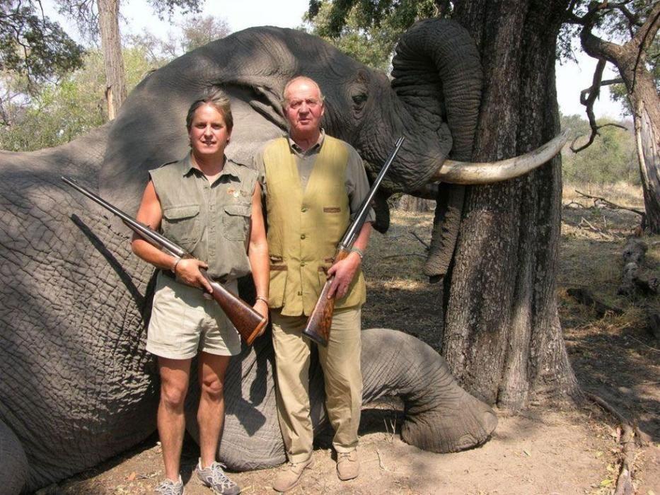 La polémica imagen que destapó el viaje a Botswana del rey Juan Carlos por el que tuvo que pedir perdón.