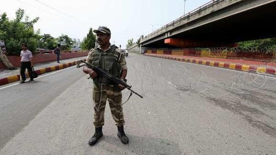 El gobierno indio dispara la tensión en Cachemira al suprimir su autonomía