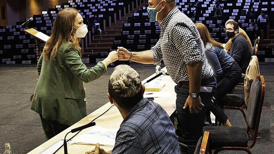 El presidente del Cabildo majorero deja sin áreas a Sandra Domínguez