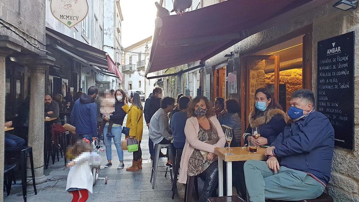 Gente de bares en Baiona. 8 de noviembre. Marta G. Brea
