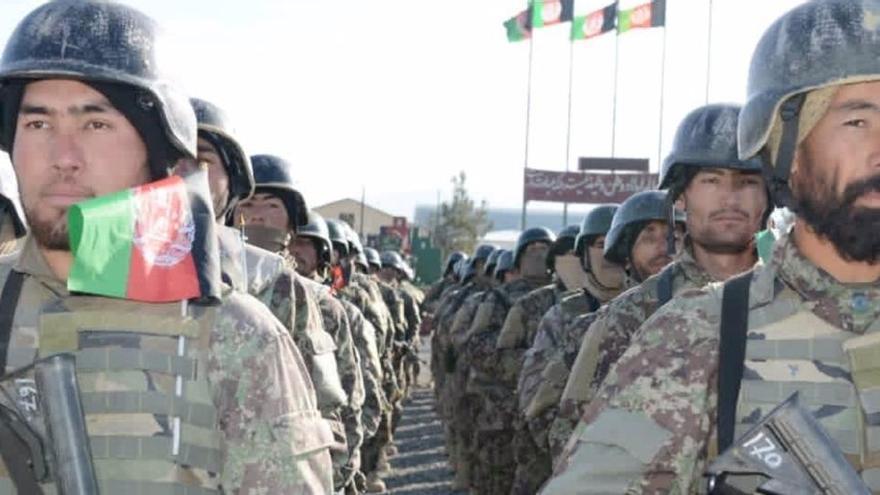 """El Ejército de Afganistán abate a siete """"talibanes"""" que preparaban un coche bomba"""