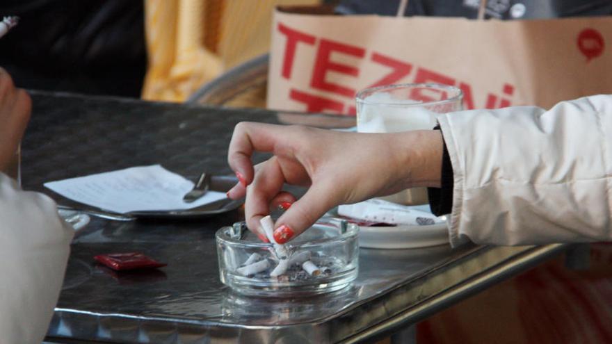 Deu anys del veto al tabac en espais tancats: reptes i limitacions