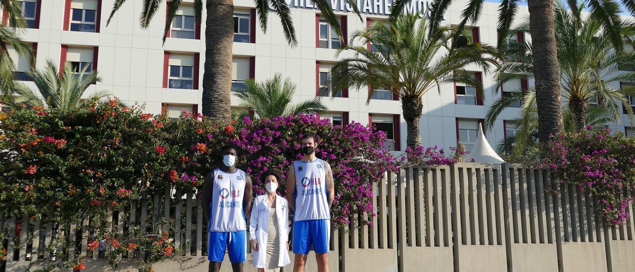 Los jugadores del HLA Alicante de baloncesto pasan los reconocimientos médicos en Clínica HLA Vistahermosa