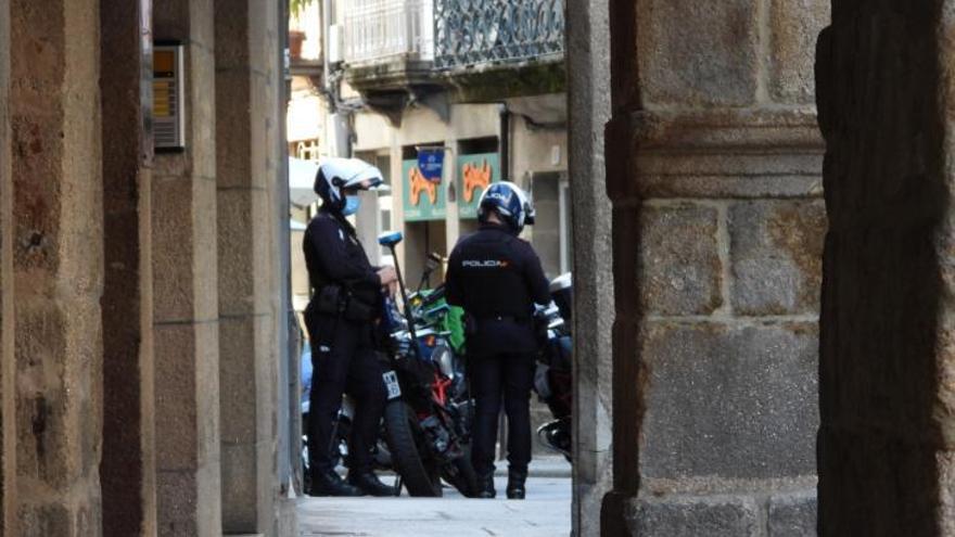 28 policías locales y nacionales en prácticas paliarán el déficit en la vigilancia urbana