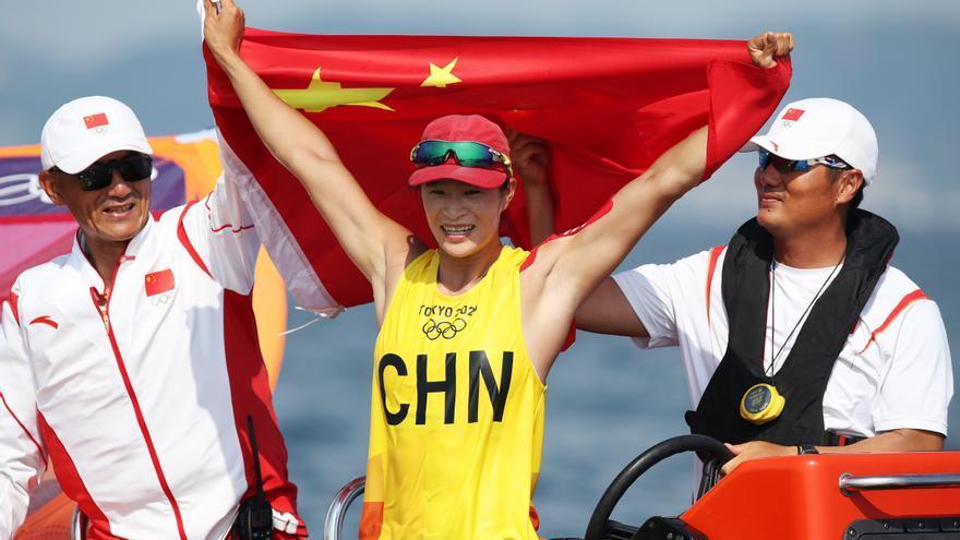 La china Yunxiu Lu logra el oro en RS:X femenino, con Blanca Manchón, undécima