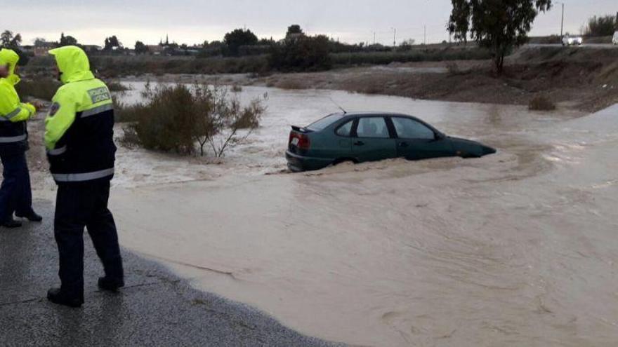 Rescatan a los ocupantes de cuatro vehículos en Lorca