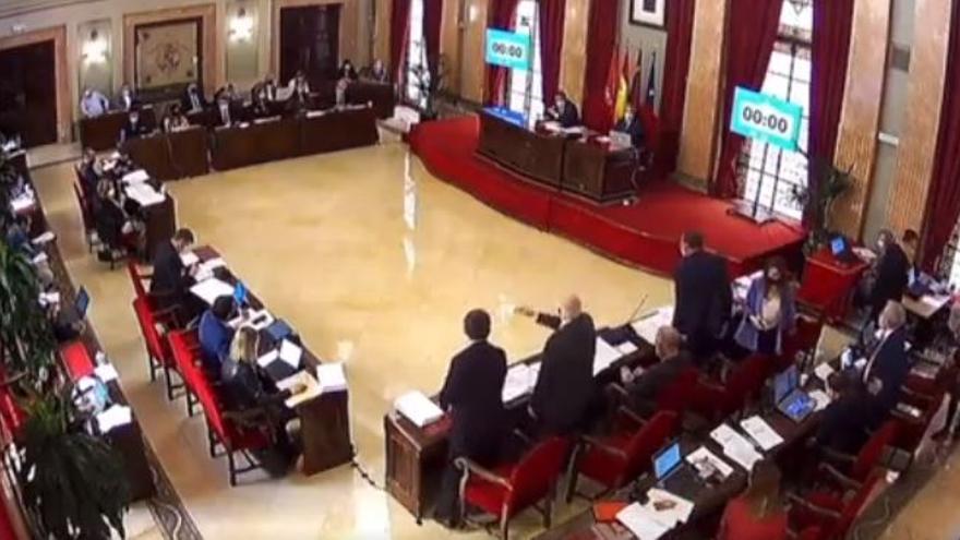 Mario Gómez llama 'Doctor vacunas' a Coello: así ha sido el tenso momento en el Pleno de Murcia