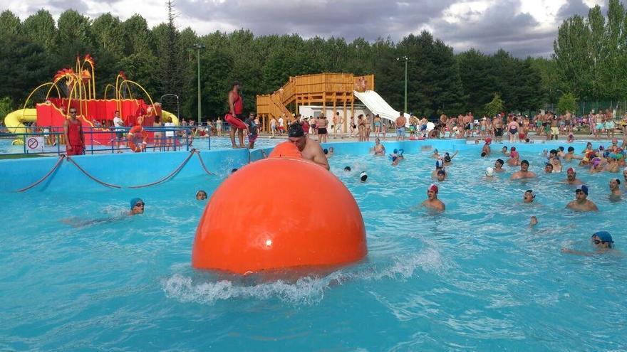 Vuelve la polémica: estas son las condiciones que pone Valencia de Don Juan a los asturianos para utilizar sus piscinas