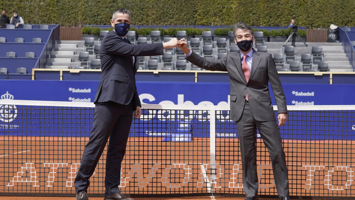 A la izquierda el director regional de Trablisa en Cataluña, Carlos Rodríguez, junto al CEO del Barcelona Open Banc - Conde de Godó, Xavier Pujol