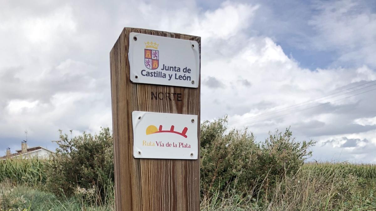 Monolito de la Vía de la Plata.