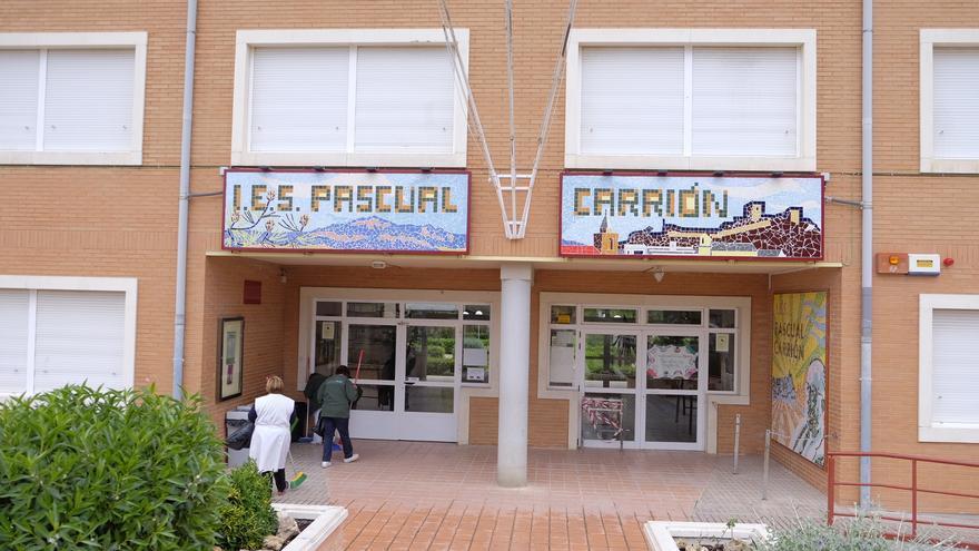 Casos de coronavirus en la escuela infantil, un colegio de primaria y el instituto de Sax
