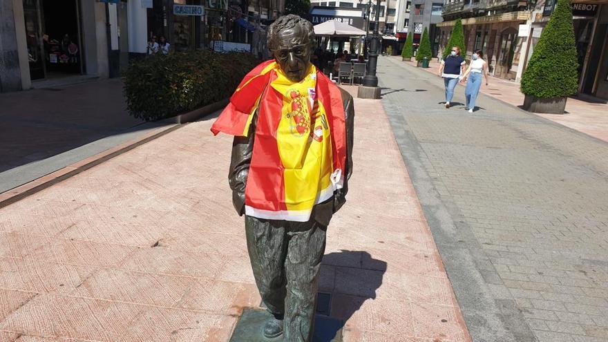 Woody Allen se pone patriota en las calles de Oviedo