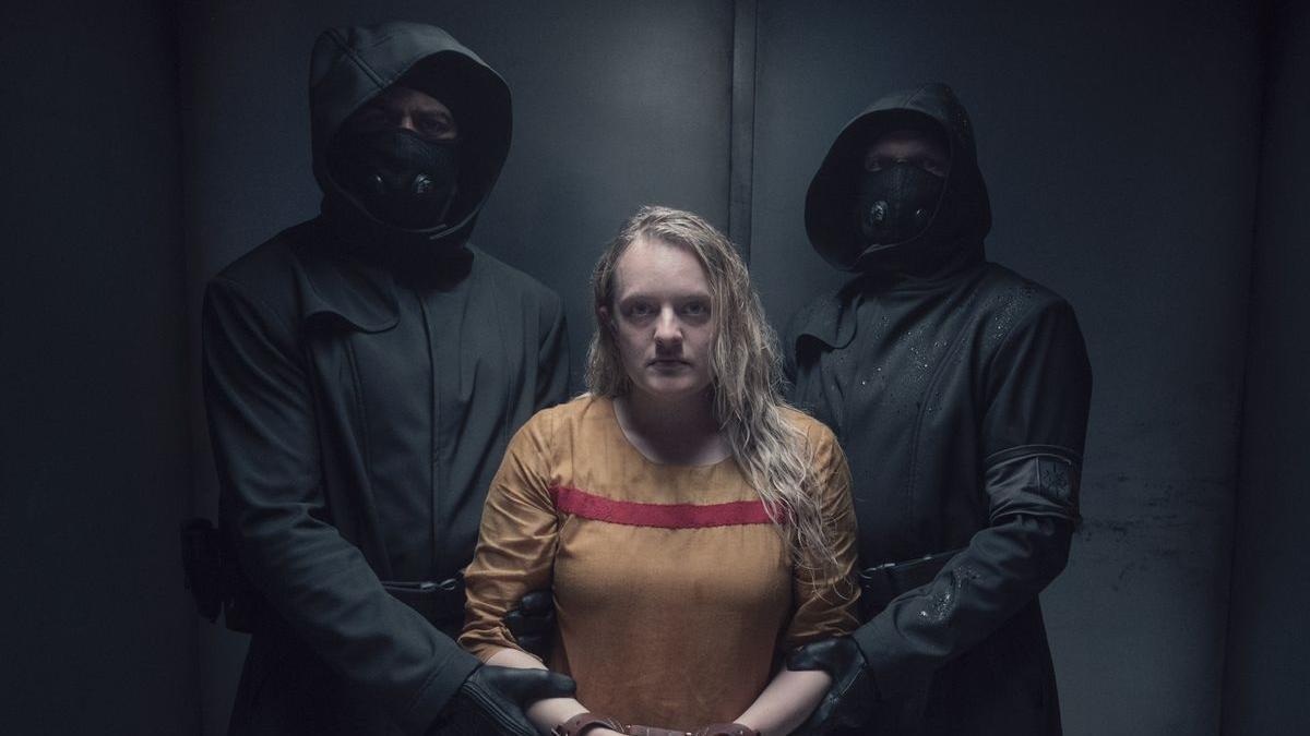 Elisabeth Moss es June en 'El cuento de la criada'.