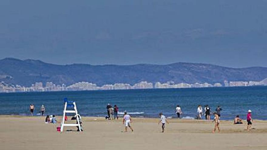 El Consell urge al control máximo de la costa ante la llegada masiva de turistas