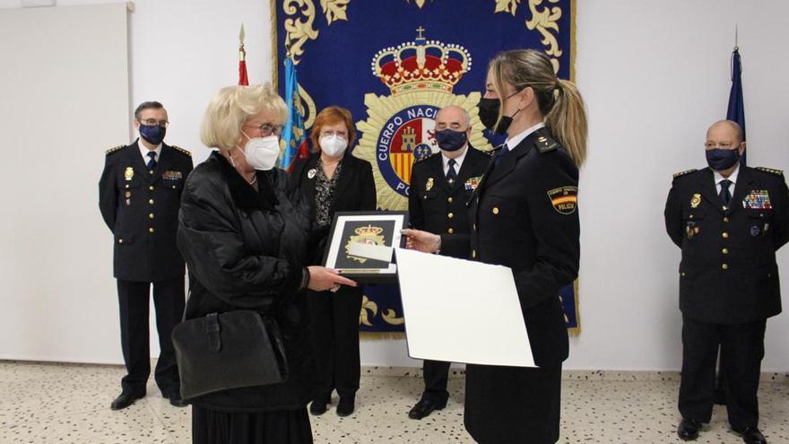 La Policía agradece a Maruja su reconocimiento en la esquela de su marido